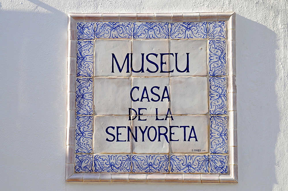 Sign, Spanish tiles, Casa de la Senyoreta Museum, townhouse in Calpe, Alicante, Costa Blanca, Spain