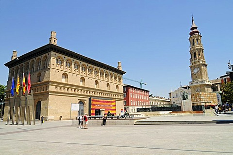 Lonja, museum, San Salvador Cathedral, La Seo Square, Zaragoza, Saragossa, Aragon, Spain, Europe