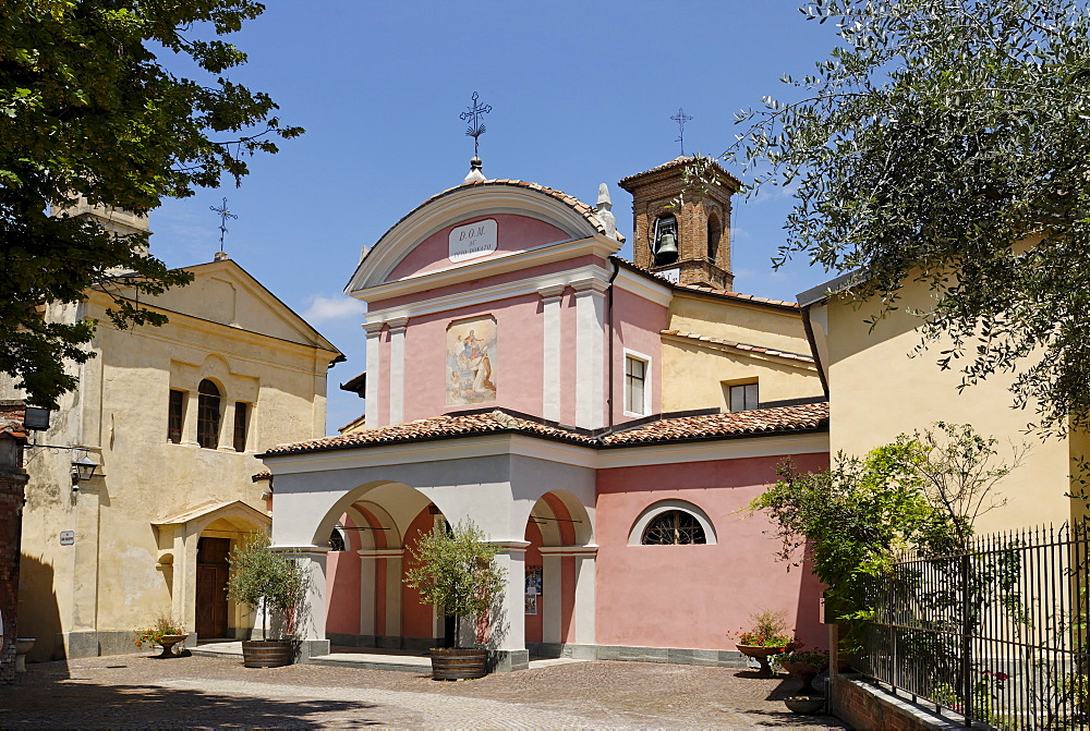 Barolo province Cuneo Piemonte Piedmont Italy south of Alba well known wine village church at the castle