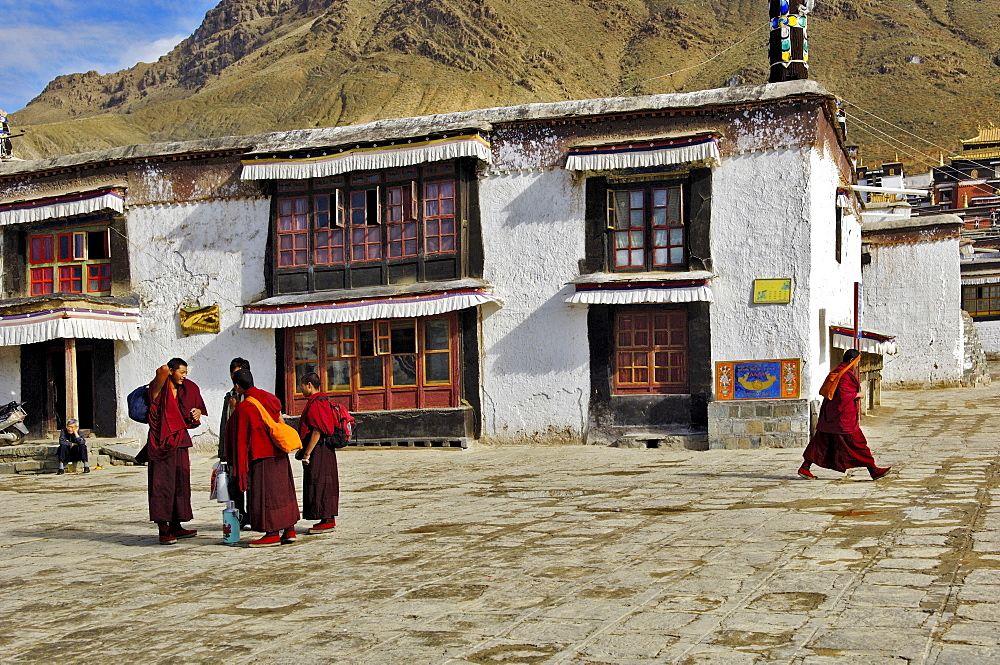Monks in the Jamkhang Chenmo monastery, Tashilhunpo, Tibet, Asia