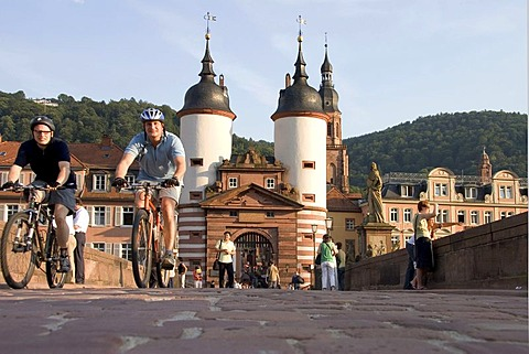14.07.2005, Heidelberg, DEU, Alten bridge with cyclist