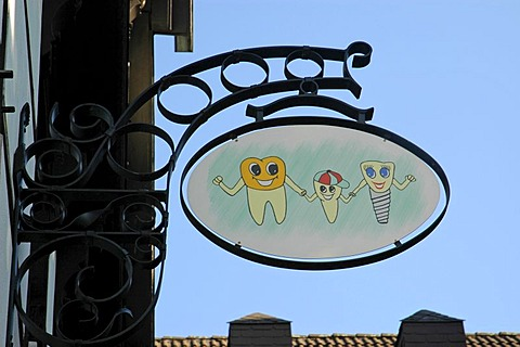 Sign for a dentist's office in the old part of Herford, North Rhine-Westphalia, Germany