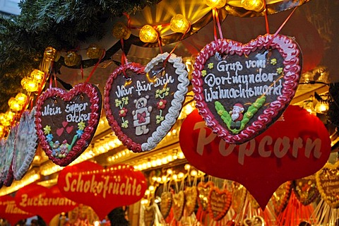 Gingerbread hearts on the Christmas fair, Dortmund, North Rhine-Westphalia, Germany