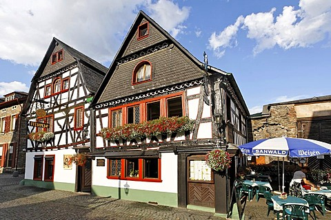 The restaurant Munze in a beautiful old half timbered house, Bacharach on the Rhine, Rheinland-Pfalz, Germany
