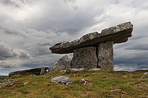 Poulnabrone Dolmen, Burren, Clare, Ireland