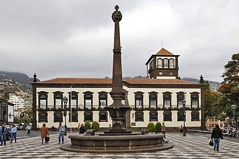 Praco do Municipio with the baroque Camara Municipal, Funchal, Madeira, Portugal