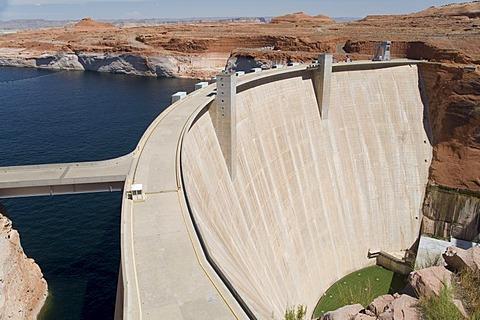 Glen Canon dam, Lake Powell, near Page, Arizona, USA