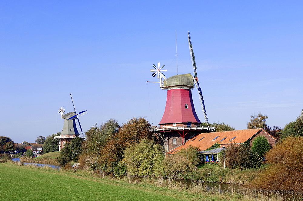 Windmills, twin windmills, Greetsiel, East Frisia, Lower Saxony, Germany, Europe