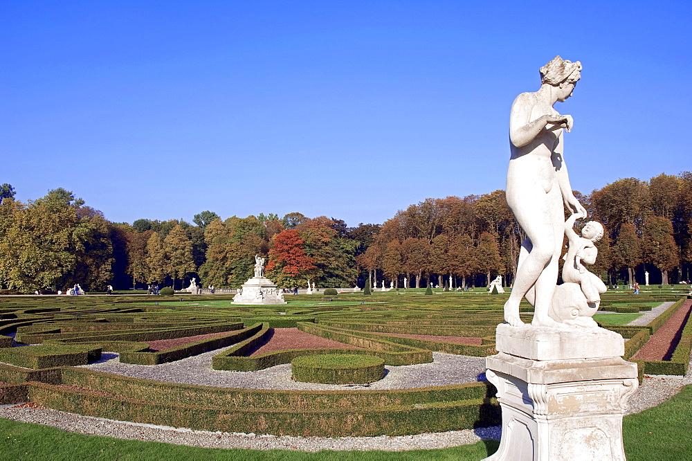 Statue in castle garden, Nordkirchen, baroque moated castle, Westphalian Versailles, seat of the Fachhochschule fuer Finanzen NRW or Technical College for Finance NRW, North Rhine-Westphalia, Germany, Europe