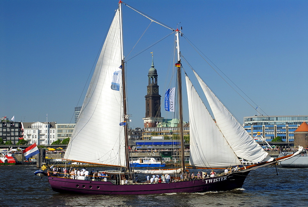 Sailing boats on the anniversary of the Hamburg Harbour, Germany, Europe