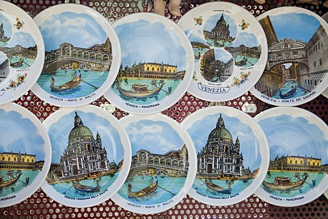 Keepsakes, souvenir plates with motives from Venice, Veneto, Italy, Europe