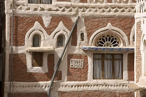 House made of brick clay, window, ornaments, water pipes, historic centre of Sanëaí, Unesco World Heritage Site, Yemen, Middle East