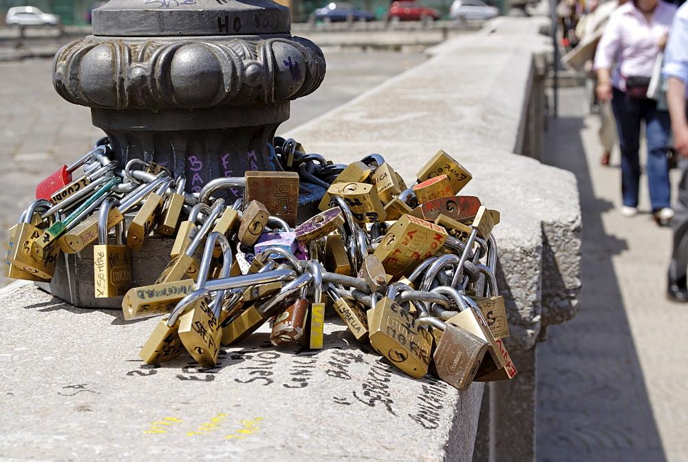 Good luck locks, padlocks, Ponte Nuovo (bridge), Syracuse, Sicily, Italy