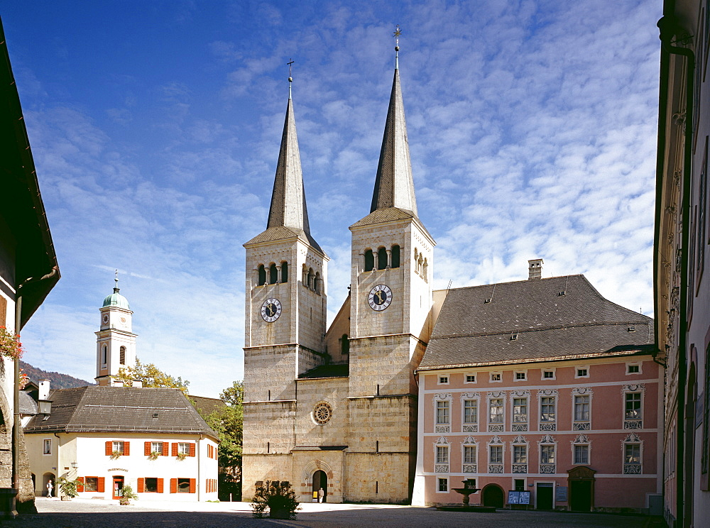 Castle Square with St. Peter's and John's Church, former collegiate church, and royal castle, Berchtesgaden, Upper Bavaria, Germany, Europe