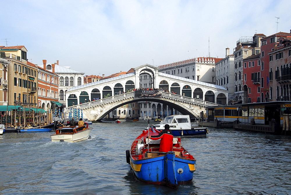 Rialto Bridge (Italian: Ponte di Rialto), Canale Grande, Venice, Veneto, Italy, Europe