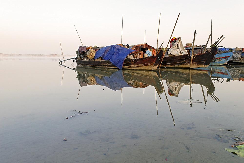 Boats on the Irrawaddy or Ayeyarwady River, Kachin State, Myanmar (Birma), Southeast Asia