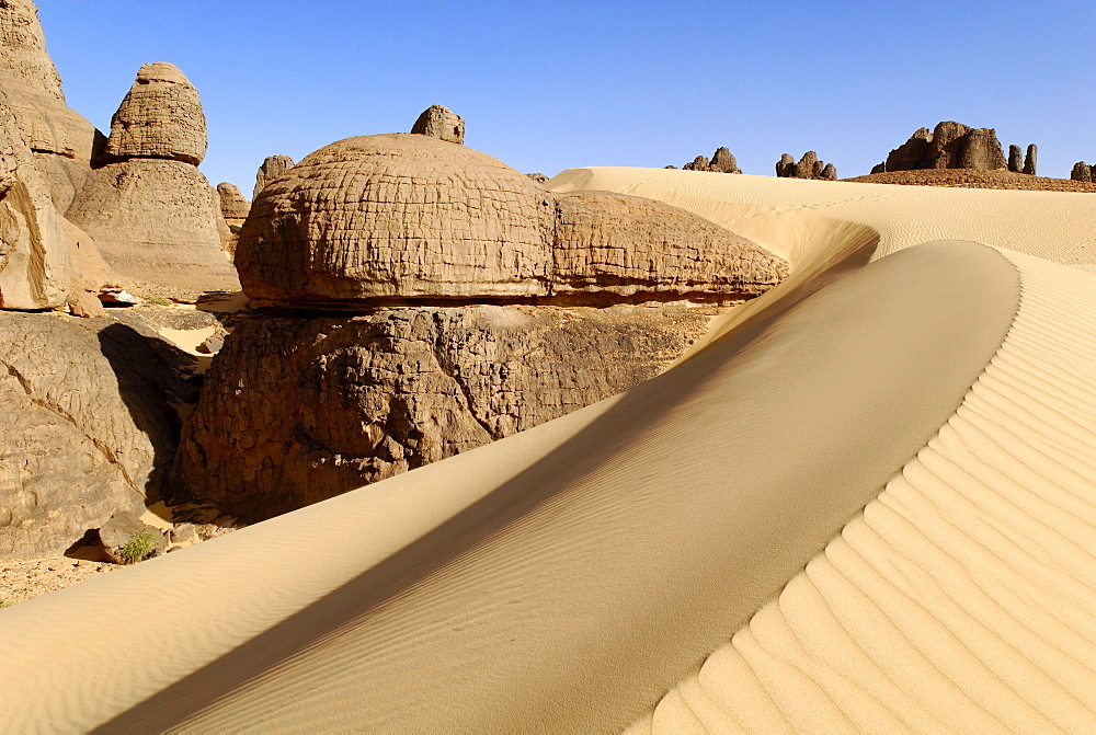 Rock formation in the desert at Tin Akachaker, Tassili du Hoggar, Wilaya Tamanrasset, Algeria, Sahara, Africa