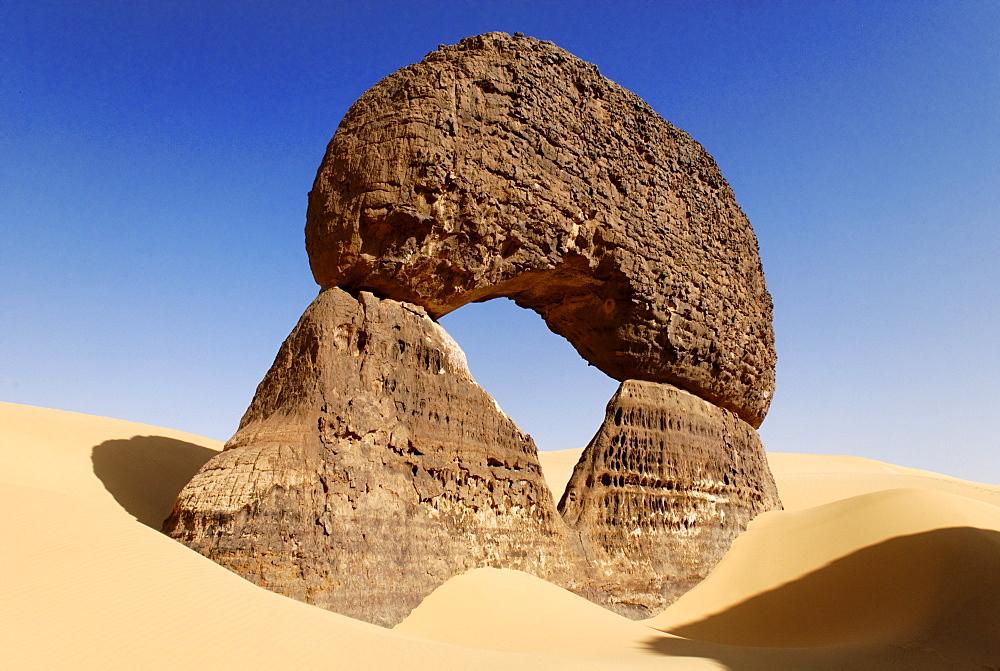 Rock formation in Tin Akachaker, Tassili du Hoggar, Wilaya Tamanrasset, Algeria, Sahara, Africa