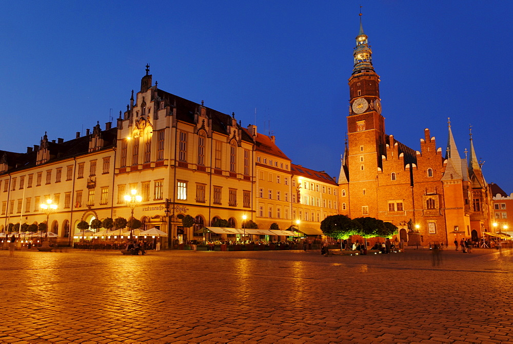 Historic Townhall, Sukiennice, Cloth Hall or Drapers' Hall, market square, rynek of Wroclaw, Silesia, Poland, Europe
