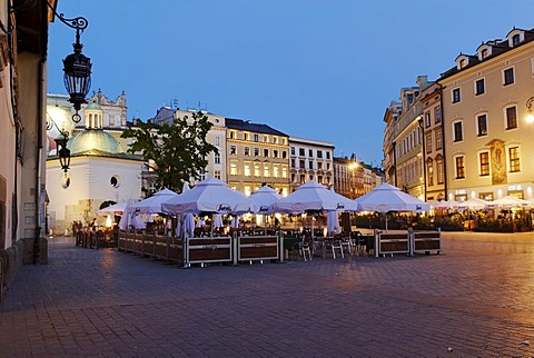 Street cafe on the Rynek Krakowski, Main Market Square, UNESCO World Heritage Site, Krakow, Poland, Europe