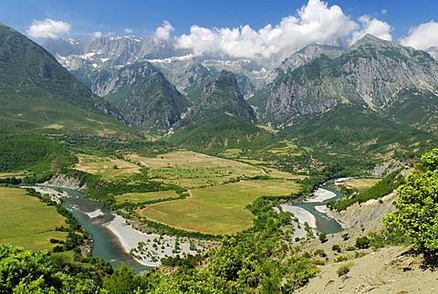 Vjosa or Aoos River, valley with Nemerck mountains, Albania, Europe