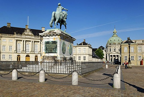 Amalienborg Palace and Marmorkirken, Copenhagen, Denmark, Scandinavia, Europe