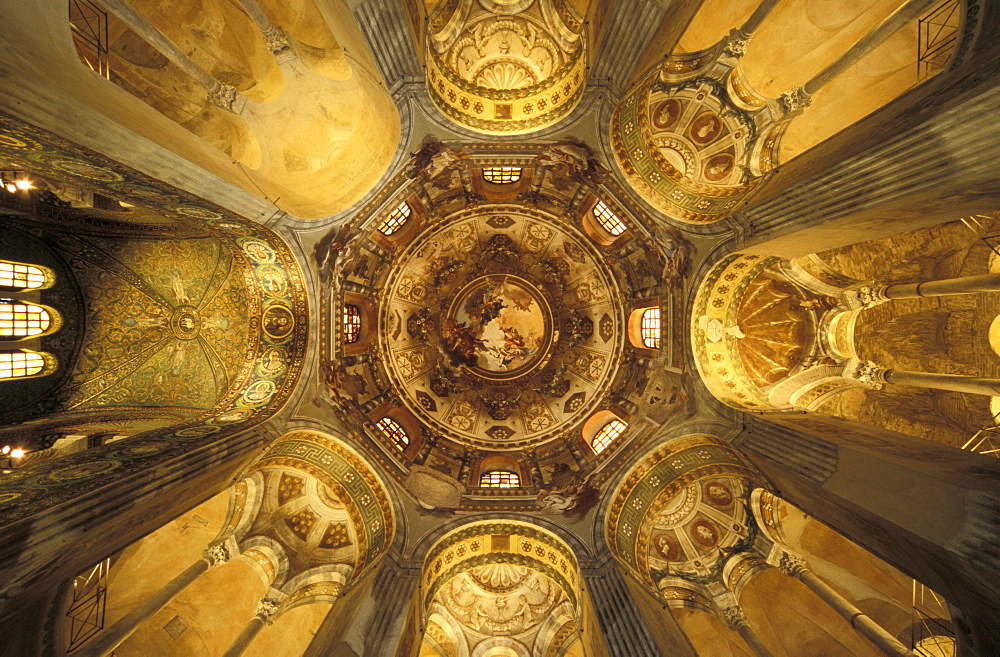 Mosaics, interior of San Vitale Church, Ravenna, Emilia Romagna/Adriatic, Italy, Europe