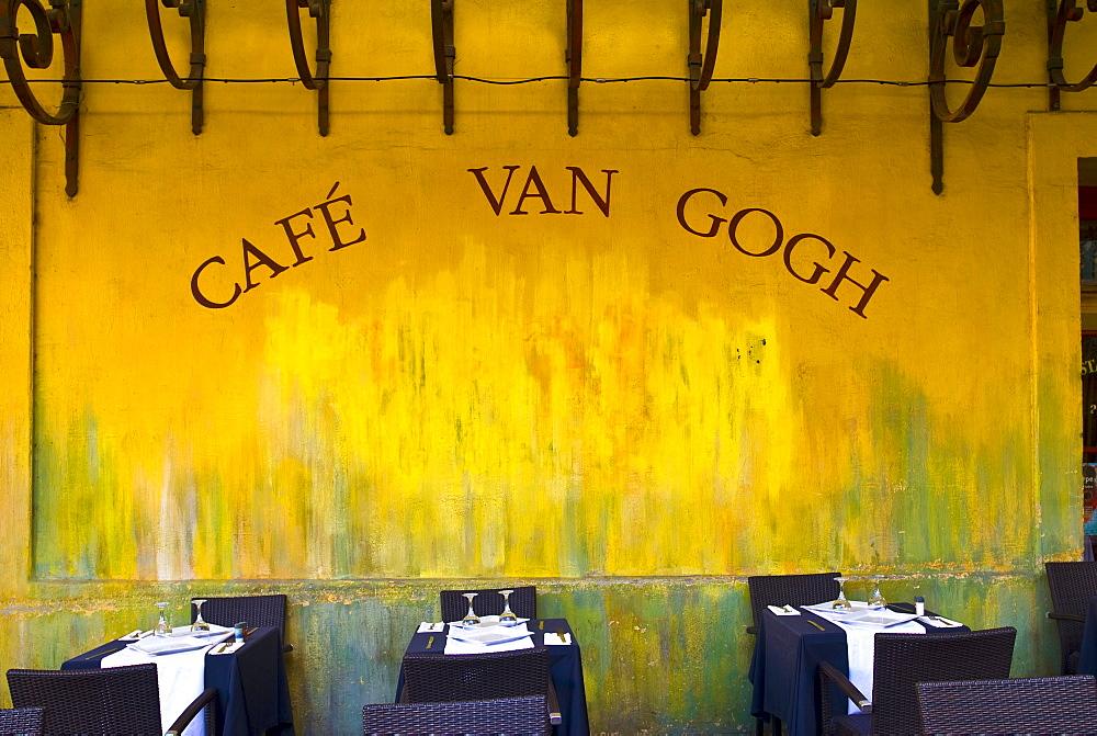 Cafe la Nuit, Cafe van Gogh, Place du Forum, Arles, Provence-Alpes-Cote d'Azur, France