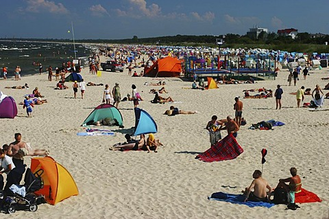 BRD Germany Mecklenburg Vorpommern Baltic Sea Spa Ahlbeck Beachside with Watering People at the Sandbeach Freetime Activities