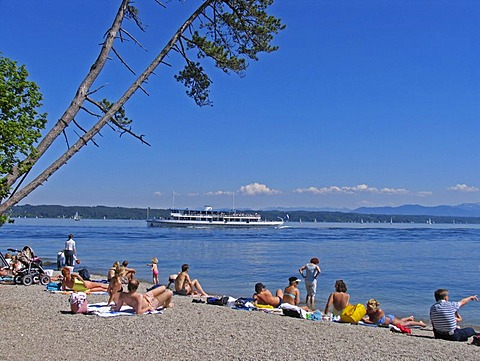 BRD Germany Bavaria Upper Bavaria Tutzing at the Starnberger Lake Holiday Region Recreation Area for Munich Upper Bavarian Watering Lake People at the Beachside Watering and Steamer on the Lake Sunbathing Relaxing Holiday Picture