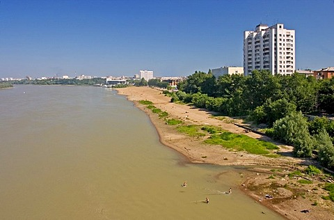 The River Irtisch at the Town of Omsk and the river beachside, Omsk, Sibiria, Russia, GUS, Europe,