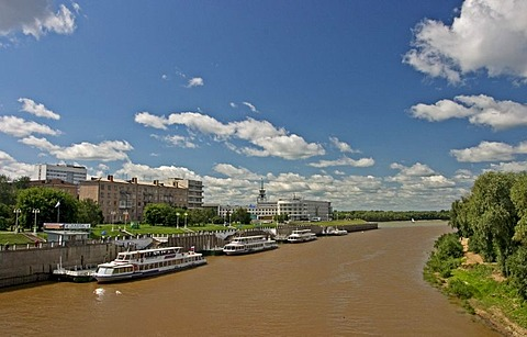 The River Omka flows here in the River Irtisch, Sightseeing ships at the Quay, Omsk at the Rivers of Irtisch and Omka, Omsk, Sibiria, Russia, GUS, Europe,