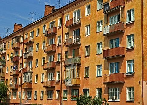 Older Block of flats at the River Irtisch, Omsk at the Rivers of Irtisch and Omka, Omsk, Sibiria, Russia, GUS, Europe,