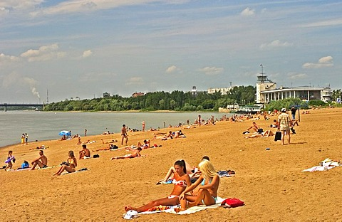 Bathing People at the Beach of River Irtisch, Omsk at the Rivers of Irtisch and Omka, Omsk, Sibiria, Russia, GUS, Europe,