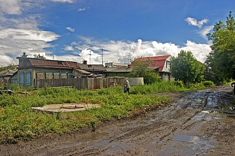 Sibirian village with mudy and wet road, Omsk at the Rivers of Irtisch and Omka, Omsk, Sibiria, Russia, GUS, Europe,
