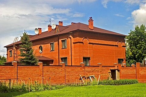 Modern private House at the River Irtisch, Omsk at the Rivers of Irtisch and Omka, Omsk, Sibiria, Russia, GUS, Europe,