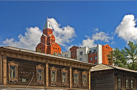 Old wooden Busines and Flat Block Downtown in the back modern Skyscraper, Omsk at the Rivers of Irtisch and Omka, Omsk, Sibiria, Russia, GUS, Europe,