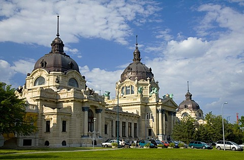 Szechenyi Open air bath in neobaroque Building Style, Budapest, Hungary, Southeast Europe, Europe,