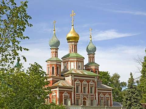 New Maidens Monastery, Towers of the Marys Protection Gate Church, Moscow, Russia, East Europe, Europe
