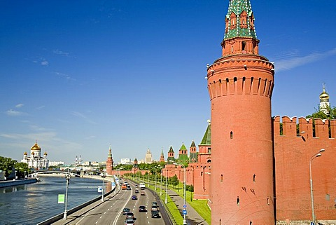 The river Moscva with the Kreml Wall and Beklemisev Tower, in the background the Savior Cathedral, Moscow, Russia, East Europe, Europe