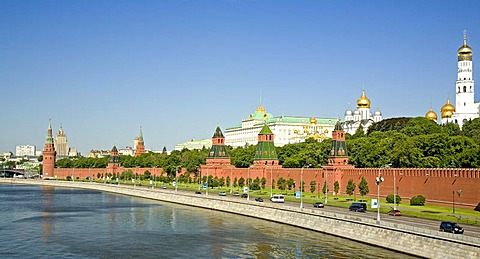The river Moscva with the Kreml Wall and the BellTower Ivan Velikij, Moscow, Russia, East Europe, Europe