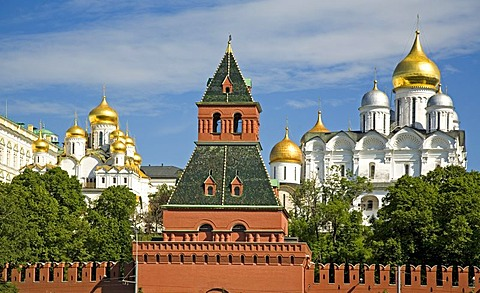 Kreml Wall, Tajnikij Tower, Nameless Tower with Cathedral of Mary Annunciation and Archangel Michael Cathedral, Moscow, Russia, East Europe, Europe
