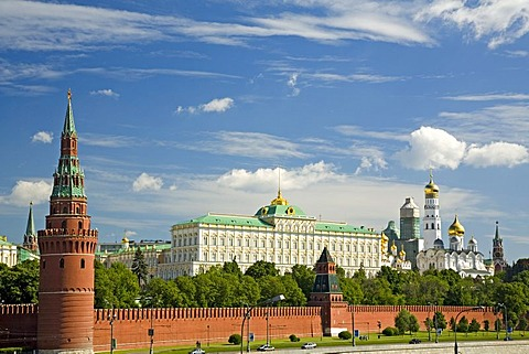 The Kreml Wall with Water raising Tower or Sviblov Tower, Bell Tower Ivan Velikij and Archangel Michaels Cathedral, Moscow, Russia, East Europe, Europe