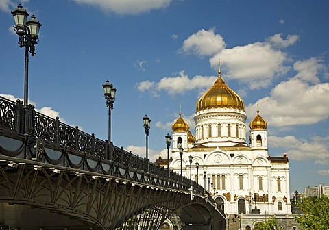 The river Moscva with the Bridge to Christ the Savior Cathedral, Moscow, Russia, East Europe, Europe