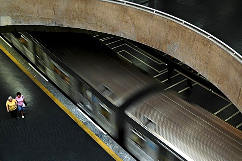 Departure of an Underground (Metro) at Praca da Se station, Sao Paulo, Brasil