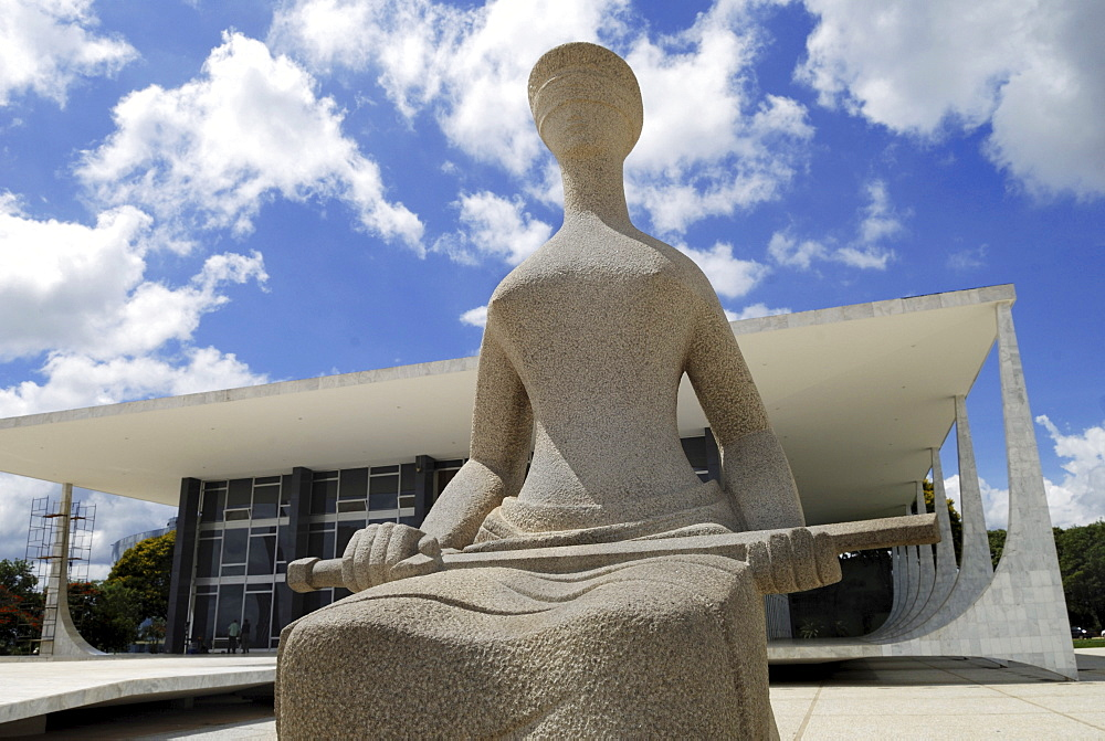 Sculpture of Lady Justice in front of Brazilᄡs supreme court, Brasilia, Brazil. Architect: Oscar Niemeyer