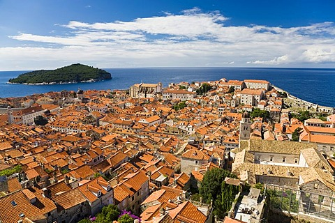 Historic city centre and World Heritage Site, Dubrovnik, Ragusa, with a view towards Lokrum Island, Dubrovnik-Neretva, Dalmatia, Croatia, Europe