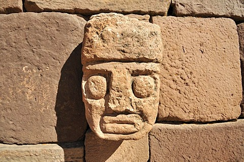 Stone head in Tihuanaku, UNESCO World Heritage Site, La Paz, Bolivia, South America