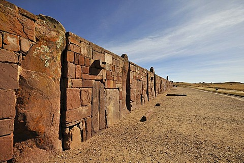 Exterior wall of the Temple of Kalasasaya at Tihuanaku, UNESCO World Heritage Site, La Paz, Bolivia, South America