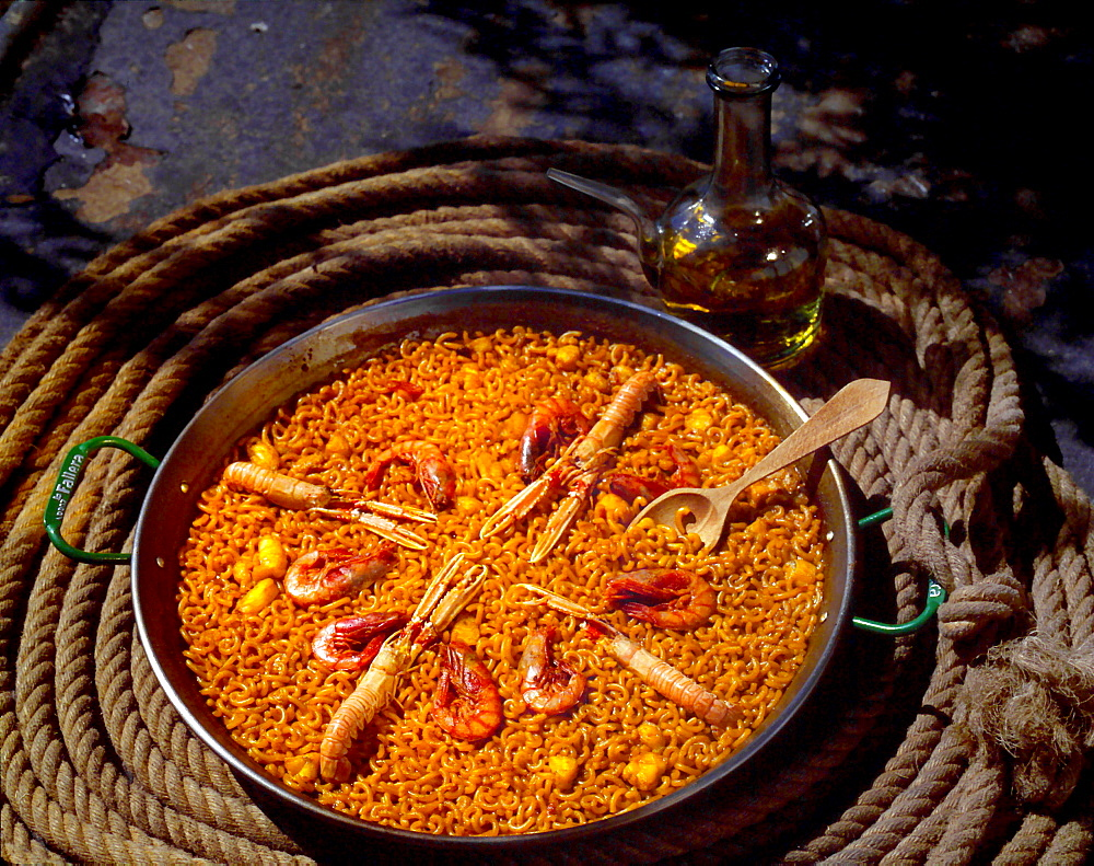 Noodles in the paella-pan. Typical meal of the Albuferra / Valencia